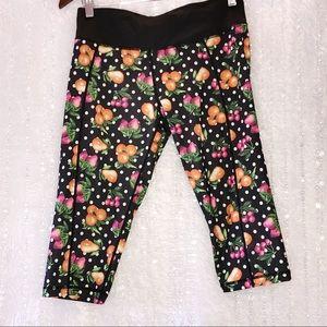 Betsey Johnson active fruit dot capris leggings M
